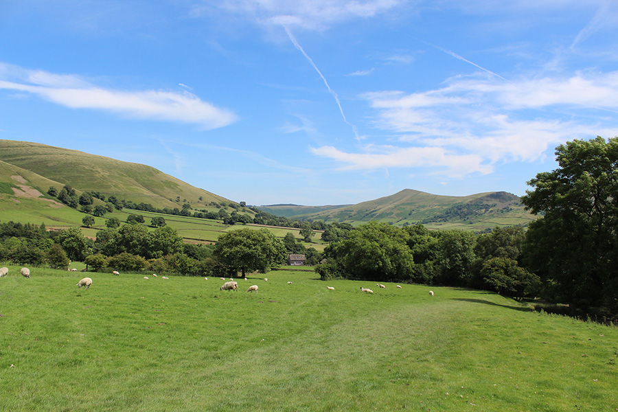 Edale at the foot of Grindslow Knoll