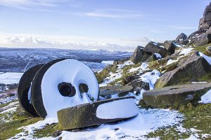 GC018 Millstones at Stanage Edge in Winter